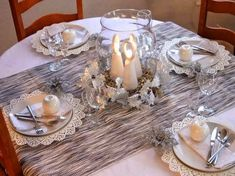 christmas table decor in white and silver - doilies placemats