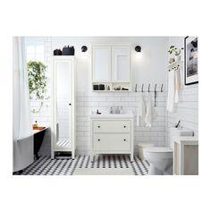 HEMNES Szafka wysoka, drzwi lustrzane IKEA Półki można przestawić i dostosować rozstaw do swoich potrzeb.