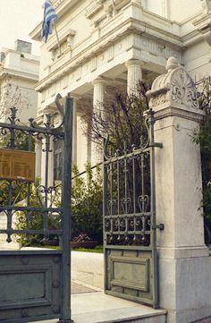 The entrance of Benaki Museum. (Walking Athens, Route 06 - National Garden)