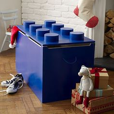 Totally DIYable LEGO Toy Box I'm so making this for Tristen this summer !