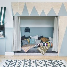 Children's Hideaway Spaces at Home. Great ideas on today's post! http://petitandsmall.com/hideaway-kids-spaces-kid/ #kidsroom