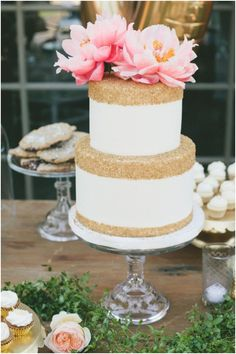 Two-Tiered Gold Sequin Wedding Cake. A two-tiered wedding cake with gold sequin details and a fresh flower topper, from Sweet and Saucy Shop. Creative Wedding Cakes, Cool Wedding Cakes, Wedding Cake Designs, Elegant Cake Design, Elegant Cakes, Gorgeous Cakes, Pretty Cakes, Metallic Wedding Cakes, Gold Wedding
