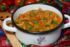 Tocanita de pipote si inimi de pui - CAIETUL CU RETETE Kfc, Tasty, Yummy Food, Stew, Enchiladas, Bacon, Curry, Food And Drink, Dishes