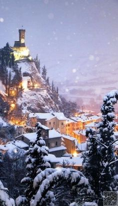 A dreamy winter in Brisighella, in the province of Ravenna, Emilia-Romagna, Italy. Winter Szenen, Winter Christmas, Italy Winter, Italy Christmas, Winter Magic, Prague Christmas, Winter Travel, Christmas Clock, Christmas In Europe