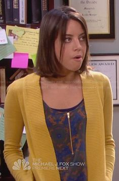 April's printed zip front top and yellow cardigan on Parks and Recreation Urban Fashion, Retro Fashion, Boho Fashion, Fashion Outfits, Fashion Tips, 2000s Fashion, Fashion Black, French Fashion, Winter Fashion