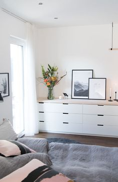 Capsule Cabinet: What It Is, Advantages, Inspiring Tips and Photos - Home Fashion Trend Ikea Nordli, Ikea Malm, Ikea Interior, Bedroom Closet Storage, Single Bedroom, Basement Bedrooms, Dresser As Nightstand, My Room, Sweet Home