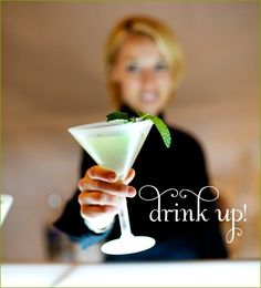 Happy Hour: White Party Cocktails (mojito and cosmo) Cocktail Party Food, Cocktail Recipes, Cocktail Ideas, Crockpot Ground Turkey, Cocktails For Parties, Cupcakes For Boys, All White Party, Easy Party Food, Appetizers For Party