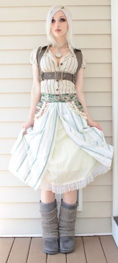 Shabby chic striped apron--i think i could make this--looks kinda like an old men's dress shirt