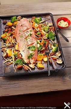 Lachs vom Blech Enjoy these top-rated grilled fish recipes outdoors this summer. Recipes include gingered honey salmon, tilapia piccata and even grilled fish tacos. Shrimp Recipes, Salmon Recipes, Meat Recipes, Slow Cooker Recipes, Low Carb Recipes, Cooking Recipes, Healthy Recipes, Shellfish Recipes, Chef Recipes