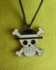 """Pendentif tête de mort noir et blanche """"One Piece"""". : Pendentif par laboiteabijouxnanny"""