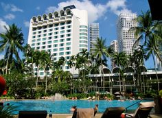 Shangri-La Hotel and swimming pool