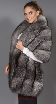 The latest Fashion in the World of Fur Jacket - Yasmin Fashions Fur Fashion, Winter Fashion, Womens Fashion, Latest Fashion, Mode Mantel, Fabulous Fox, Stunning Brunette, Fur Wrap, Fur Accessories