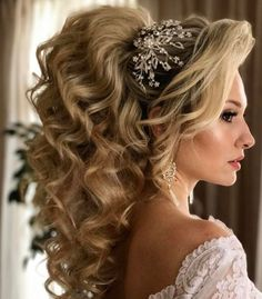 Best Wedding Hairstyles : Featured Hairstyle: Websalon Wedding Anna Komarova; www.websalon.su; Wedding ha