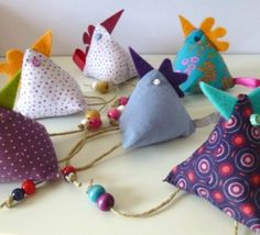 Keychain chick, the tutorial! - On a wire - Knitting 01 Fabric Crafts, Sewing Crafts, Sewing Projects, Creation Couture, Couture Sewing, Fabric Dolls, Pin Cushions, Easter Crafts, Lana