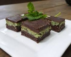 I always loved those peppermint choc slice biscuits you buy at the supermarket, but since going gluten free and refined sugar free I've had to get this fix elsewhere. Raw Desserts, Vegan Dessert Recipes, No Bake Desserts, Raw Food Recipes, Wine Recipes, Vegan Menu, Raw Vegan, Healthy Desserts, Yummy Recipes