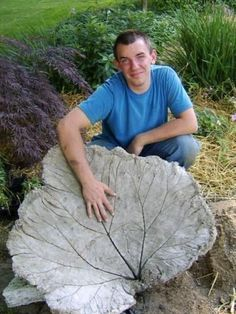 Or make an extra big one to create a cement birdbath.