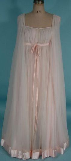 Vintage Lucie Ann of Beverly Hills soft pink peignoir with satin trim
