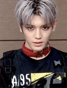 taeyong showing of his strong gaze but end up being a cutie ~
