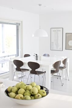 Dining Corner, Dining Area, Kitchen Dining, Dining Chairs, Dining Table, Dining Rooms, Design Hotel, Mid Century Modern Decor, Apartment Interior Design