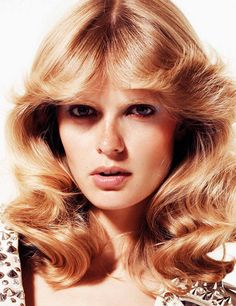 70's style! cool hair! love those feathery bangs!