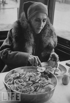 Late in life Karen Blixen only ate oysters and drank champagne. Karen died of starvation in Finch Hatton, Babette's Feast, Karen Blixen, Peter Beard, Food Film, People Of Interest, Out Of Africa, Life Magazine, Oysters