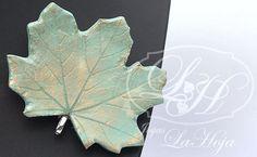 $23 in Etsy, Aqua blue maple leaf_Brooch/pendant in clay and resin_Hoja de arce azul aguamarina_Broche/Colgante realizado en arcilla y resina €18,00, via Etsy