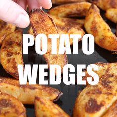 Baked Potato Wedges Oven, Potato Wedges Recipe, Oven Baked, Crispy Potatoes In Oven, Cheesy Potatoes, Baked Potatoes, Fun Baking Recipes, Cooking Recipes, Skillet Recipes