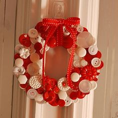 Button Wreath @Rebecca G #wreath #house #home #crafts #howto #todo #thingstomake #tutorial #diy