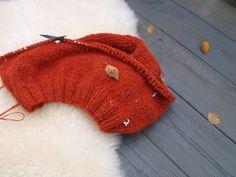 Lykketrollet: Strikkeutstyr Knitted Hats, Winter Hats, Knitting, Knit Hats, Tricot, Cast On Knitting, Stricken, Weaving, Knits