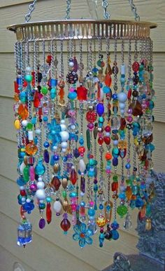 beads Adding some extra jingle and sparkle to your backyard with beaded wind chime does beautify your garden. So lets make a DIY beaded wind chime projects with some amounts of beautiful beads Carillons Diy, Easy Diy, Sell Diy, Diy And Crafts, Arts And Crafts, Summer Crafts, Paper Crafts, Diy Wind Chimes, Glass Wind Chimes