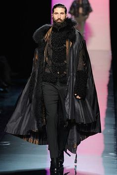 Paul Gaultier Fall 2011 Couture It's like a contemporary outfit for Vlad Dracul. John Paul Gaultier Couture, Fall Falling may refer to: Mode Steampunk, Steampunk Fashion, Gothic Fashion, New Fashion, King Fashion, Male Winter Fashion, Fashion Clothes, Fashion Cape, Vampire Fashion