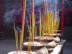 Os ciganos espirituais, trabalham com a energia do ar, utilizando incensos, essências e perfumes, que trazem a positividade e energia de espíritos de luz.