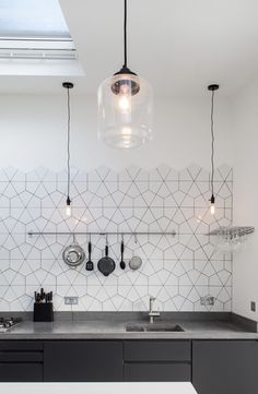11 types of white kitchen splashback tiles: Add interest with shape over colour. Large hexagon broken into triangles as kitchen splashback tile. effect hexagon tile kitchen splashback. Interior Design Kitchen, Kitchen Decor, Kitchen Ideas, Kitchen Styling, Kitchen Walls, Space Kitchen, Cheap Kitchen, Diy Kitchen, Kitchen Island
