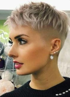 36 Latest Short Hair Trends for Winter 2017 - 2018 - Claire C. - - 36 Latest Short Hair Trends for Winter 2017 - 2018 - Short Hair Undercut, Short Pixie Haircuts, Pixie Hairstyles, Cool Hairstyles, Hairstyle Short, Super Short Hairstyles, Undercut Pixie Haircut, Short Shaved Hairstyles, Undercut Women