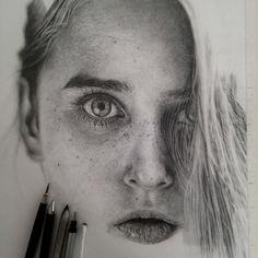 La donna che realizza incredibili ritratti a matita #pencil