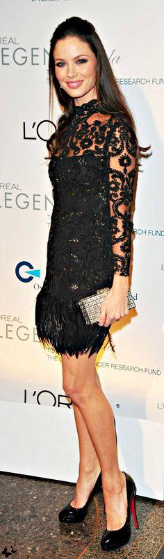 GEORGINA CHAPMAN <3 na Black Dress #2dayslook #sasssjane #BlackDress www.2dayslook.com