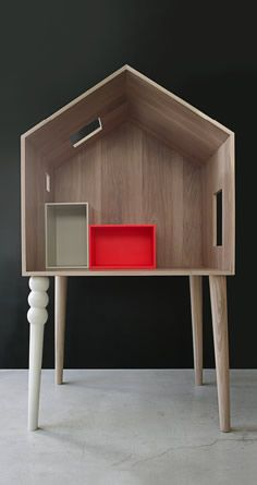 Beautiful wooden house to decorate your sweet little pie's room #kidsroom #kidsdesign #casegoods Find more inspirations at www.circu.net