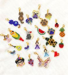 Loom Bracelet Patterns, Bead Loom Bracelets, Weaving Patterns, Bead Embroidery Jewelry, Beaded Embroidery, Rainy Day Crafts, Peyote Beading, Perler Bead Art, Beaded Brooch
