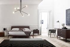Design Bett Siri von Novamobili aus Italien. Beine und Rahmen aus massiver dunkler Eicher.  #Bett #Schlafzimmer #Eiche
