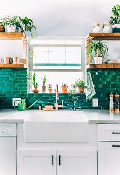 Beautiful combo: quartz countertop + high contrast, colorful, glossy tile + copper faucet. Great kitchen palette, very vibrant.