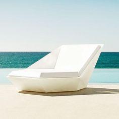 Sunbathing Faz Vondom Daybed white swivel mast. UnidecoCasa.com