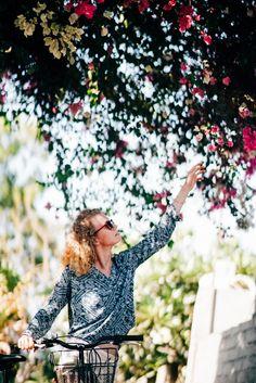 Девушка тянется к балийскому цветку на дереве на острове Gili Air. Follow me on Instagram @chebesovfilms Gili Air, Around The Worlds, Dresses With Sleeves, Long Sleeve, Flowers, Instagram, Fashion, Moda, Sleeve Dresses