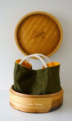 <bao zi/包子>くしゃっ、コロッとしたカタチが点心みたいなミニバッグ、相性の良いカーキと黄色の組み合わせです。お散歩に…幼稚...|ハンドメイド、手作り、手仕事品の通販・販売・購入ならCreema。