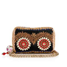 Like a precious pillow, Piloutin adds an exotic touch to your wardrobe. Its miniature zip-around body is lined with soft beads that give it a unique and playful touch. A lightweight chain strap acts as a delicate handle, or can be wrapped around the clutch, adding an elegant metallic detail. Finished with a CL logo charm zipper pull, this gorgeous clutch makes an unforgettable impression.