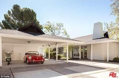 On the market:Jonah Hill is parting ways with his Hollywood Hills compound and stands to ...