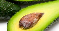 L'avocat est un aliment nutritif aux effets bénéfiques importants pour la santé. Il est riche en protéines, acides gras, vitamines et minéraux. On consomme souvent sa chair en salade ou en jus et on jette son noyau. Pourtant, le noyau d'avocat a davantage de propriétés médicinales que le reste du fruit. Plus de 70 % ...