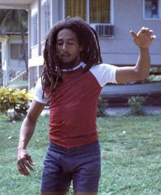 **Bob Marley** Trinidad, December 1979. More fantastic pictures, music and videos of *Robert Nesta Marley* on: https://de.pinterest.com/ReggaeHeart/