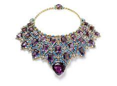 Бирюза - камень счастья   Уоллис Симпсон, герцогиня Виндзорская, имела в своей коллекции ожерелье из аметистов и бирюзы.