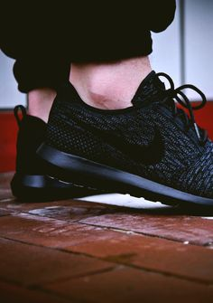 Nike Flyknit Roshe in Black