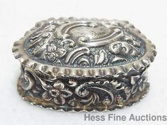 Antique 1897 Synyer Beddoes Birmingham Sterling Silver Repousse Stash Snuff Box #SynyerBeddoes